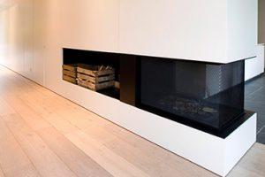 luxe haardmeubel met ingebouwde opslag ruimte voor houtstukken