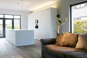 Willems Peter. Moderne design keuken met eikenhouten vloer