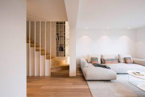 vooraanzicht van de woonkamer in een duplex woning