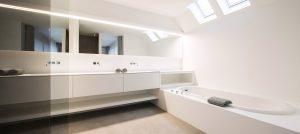 royale badkamer met ligbad dat aansluit op de dressing van boa interior