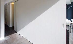 Interieur projecten binnendeuren. Wit gekleurde schuifdeur