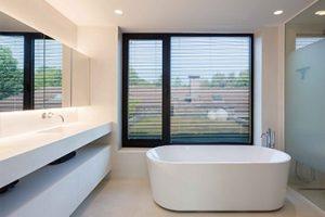 thumbnail badkamer interieur met ovaal ligbad