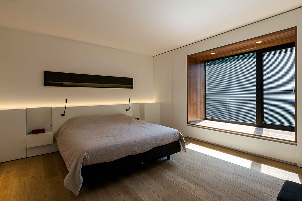 grote slaapkamer met massief parket vloer