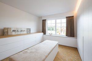 totaalproject dillen kamer met een luxe inloopkast