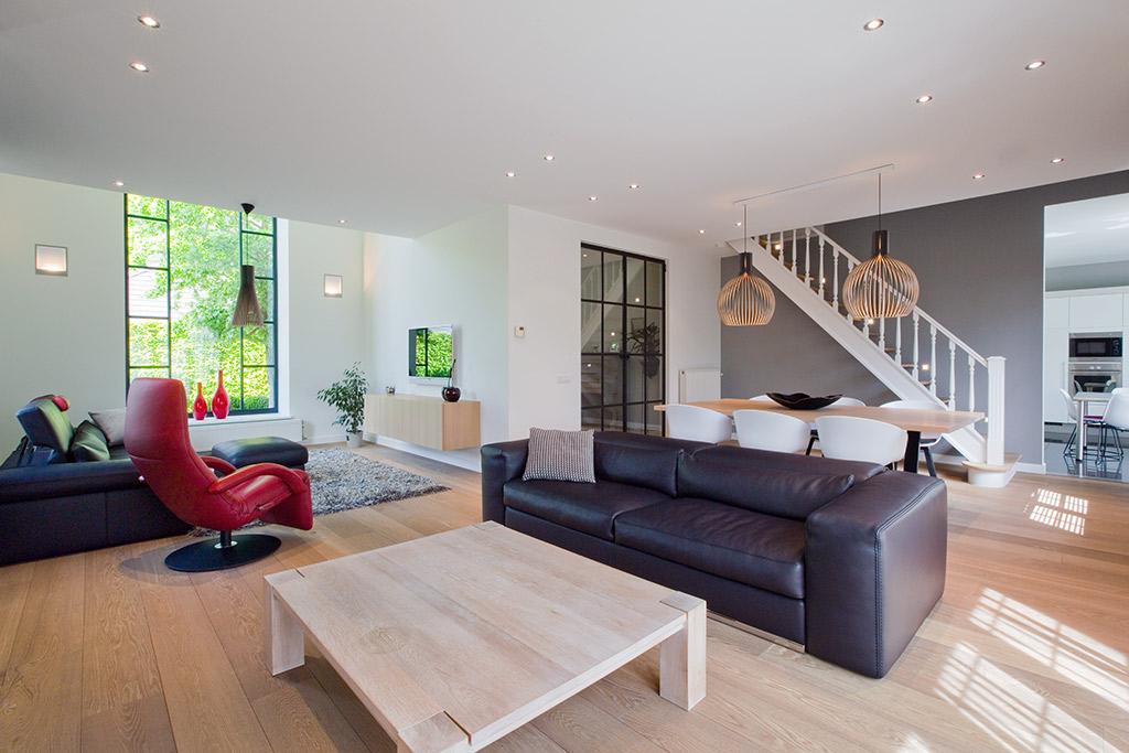 living met design meubelen en hardhouten tafel